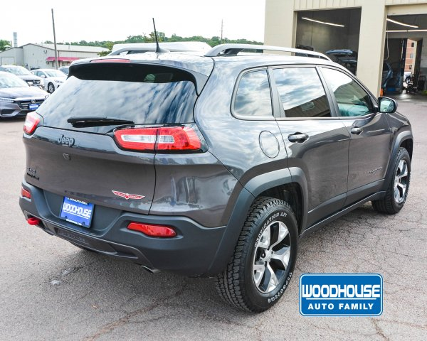 Certified Pre-Owned 2017 Jeep Cherokee Trailhawk