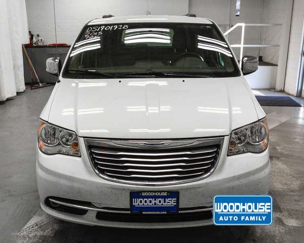 Pre-Owned 2015 Chrysler Town & Country Touring L