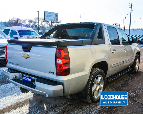 Pre-Owned 2010 Chevrolet Avalanche 1500 Lt Sb