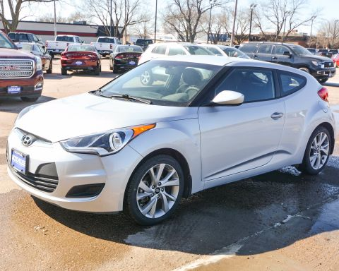 Pre-Owned 2016 Hyundai Veloster FWD 3dr Car